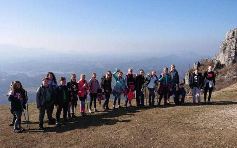 Mladi planinari na Ravnoj gori